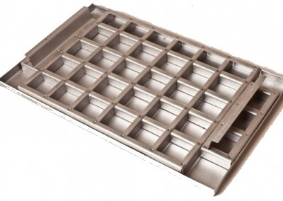 Brownie pan with cutter